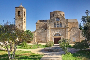 Monastère de l'apôtre Barnabé, situé près de Salamis, en zone turque: l'église a été transformée en musée par les Turcs depuis 1974.