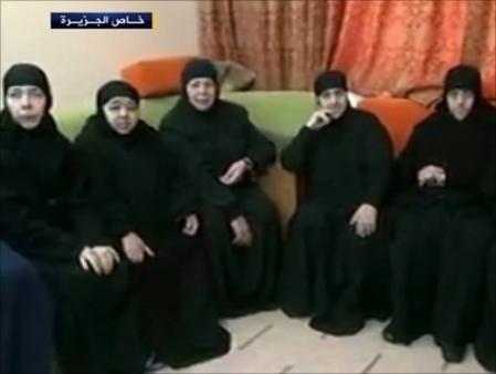 Capture d'écran d'une vidéo montrant les religieuses lorsqu'elles étaient encore captives. Photo al-Jazeera