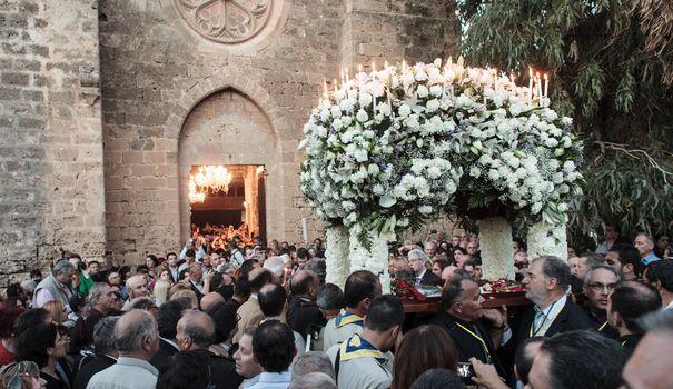 entre-2-et-3-000-chypriotes-grecs-assistent-a-une-celebration-du-vendredi-saint-dans-l-eglise-grecque-orthodoxe-saint-george-exorinos-dans-le-nord-de-l-ile-le-18-avril-2014_4882865