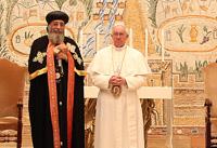 Le pape François et le Patriarche copte orthodoxe Tawadros lors de leur rencontre à Rome en mai 2013 © Courtoisie DR