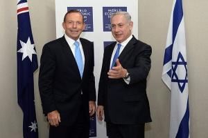Le premier Ministre australien Tony Abbott avec le premier Ministre israélien Benjamin Netanyahu à Davos en janvier 2014. Photo © Kobi Gideon/GPO/Flash 90.