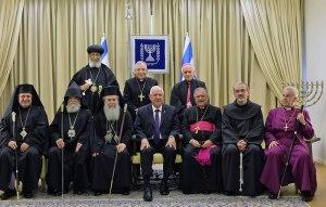 Photo de groupe avec le président israélien Reuven Rivlin (au centre) et les responsables religieux chrétiens, le 30 décembre dernier. (photo Kobi Gideon/GPO)