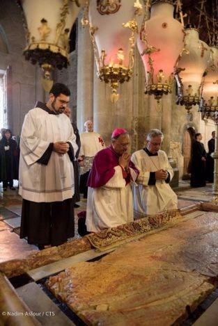Saint sépulcre - samedi saint - dalle de l'onction