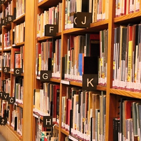 https://pixabay.com/fr/livres-biblioth%C3%A8que-alphabet-2253569/